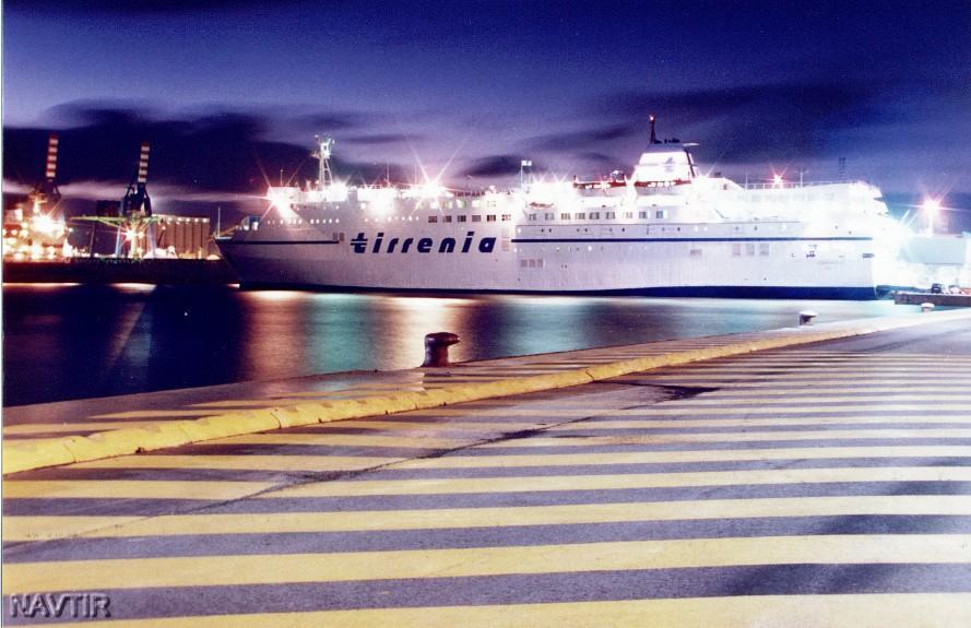 Rarità forografiche#2 – belle foto di navi in notturna,