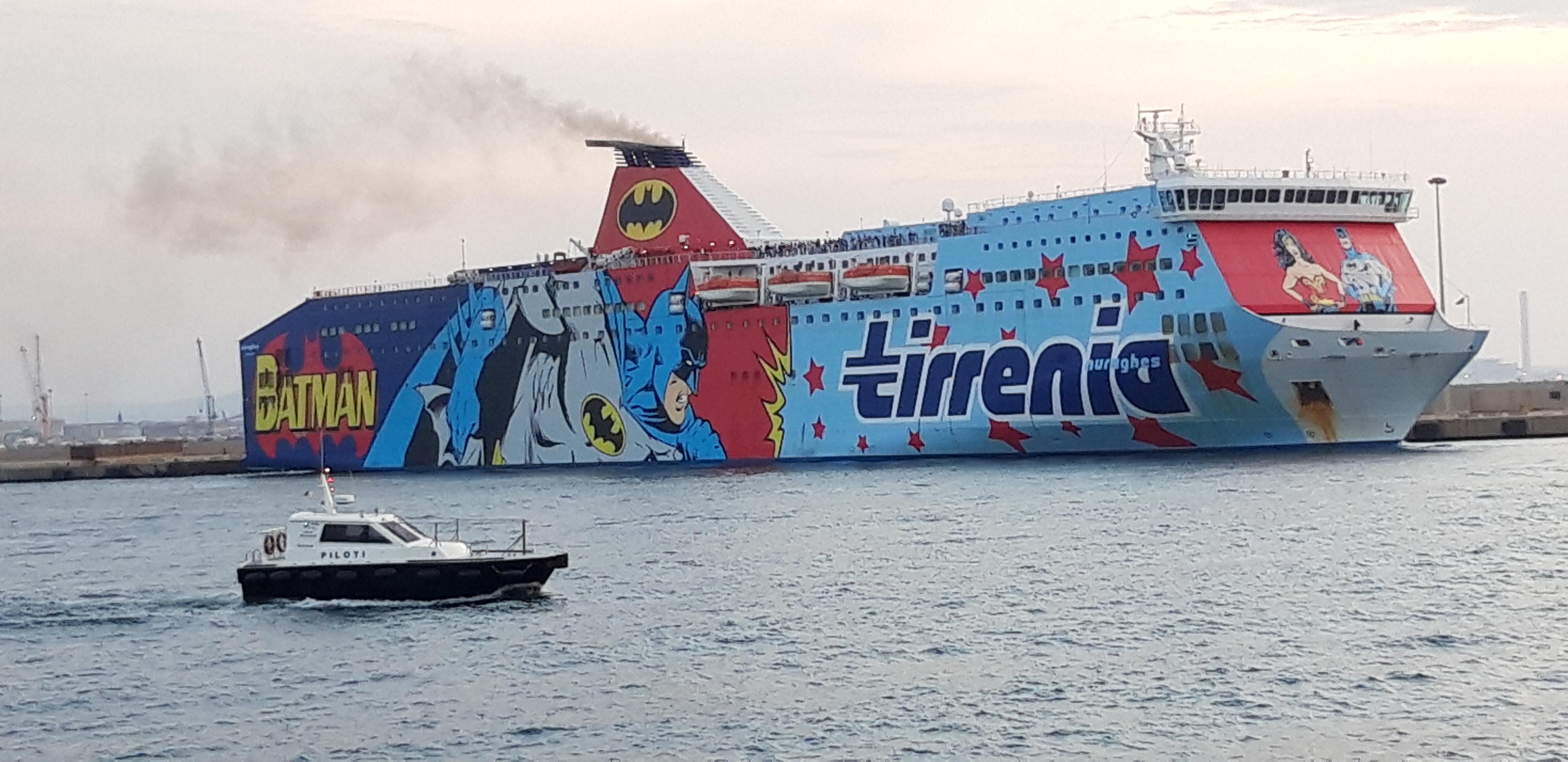 Nuraghes in uscita da Porto Torres (Video)